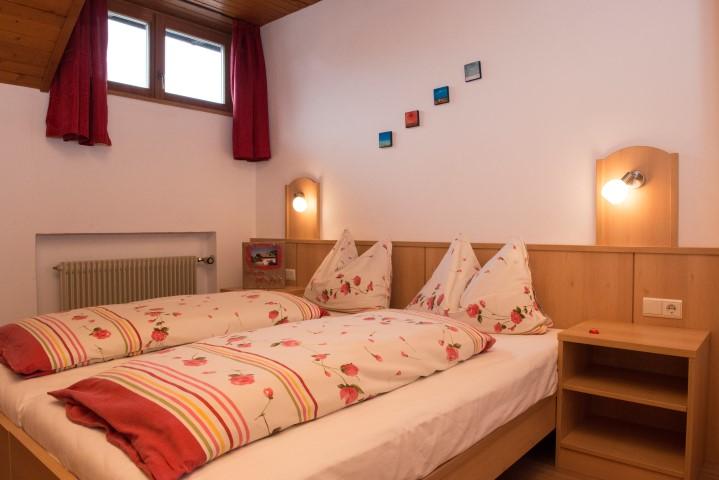 Schlafzimmer mit getrennten Betten Wohnung Arnika
